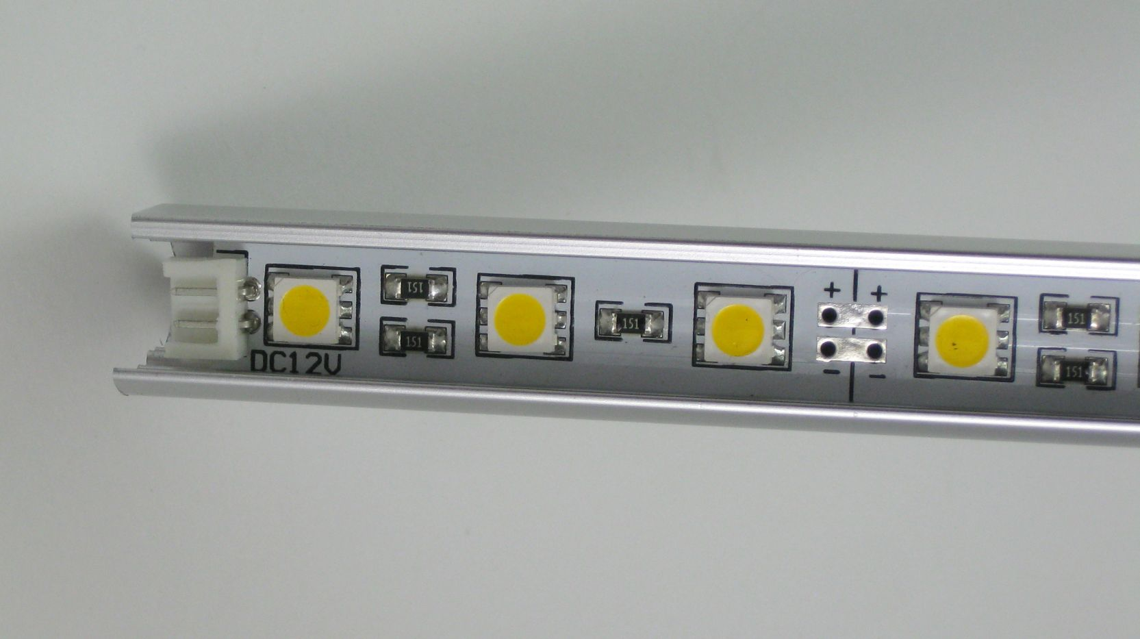 Rein weiß 3Chip LED Leiste 12V 30 x 0,22W in Alu Profil